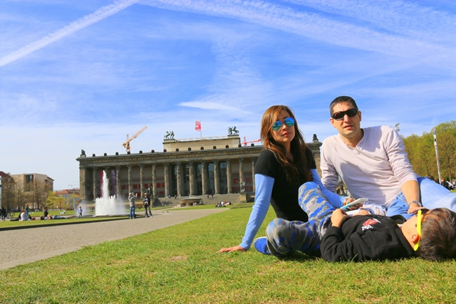 Chillin by Lustgarten, the garden in front of Berlin's cathedral