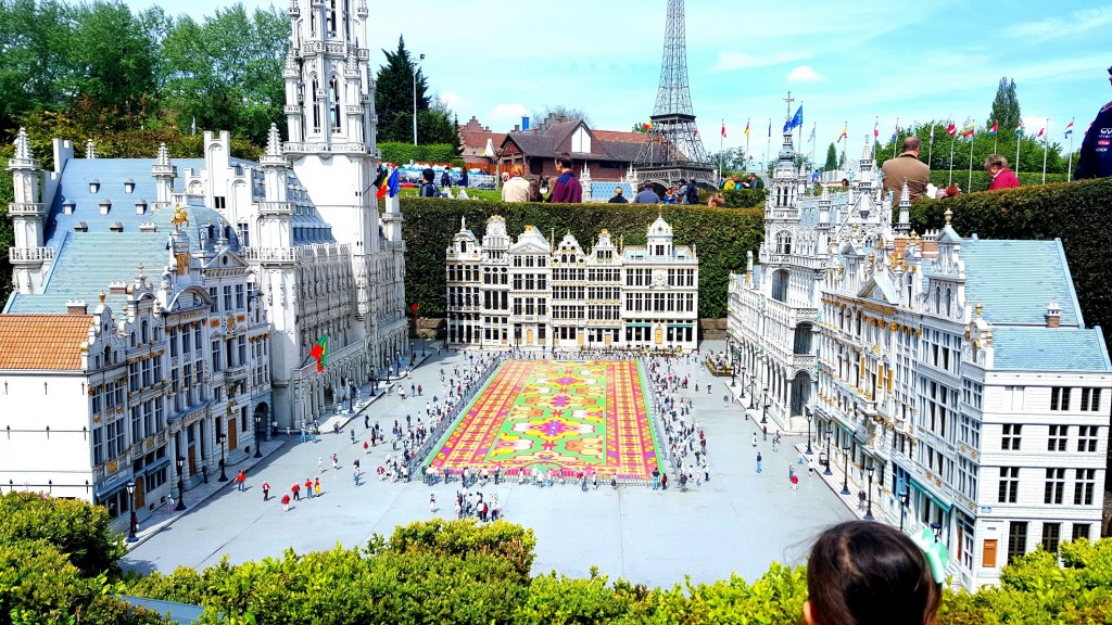 This is Grand Place in miniature:) Every 2 years, the Grand-Place of Brussels is covered with a carpet of flowers. These flowers are begonias